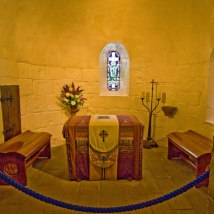 Interior of St Margaret's Chapel courtesy of geograph.org