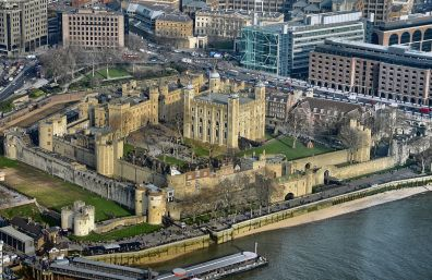 Tower_of_London_from_the_Shard_(8515883950)
