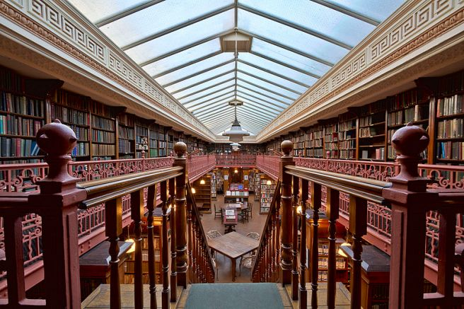 The_Leeds_Library_interior_1